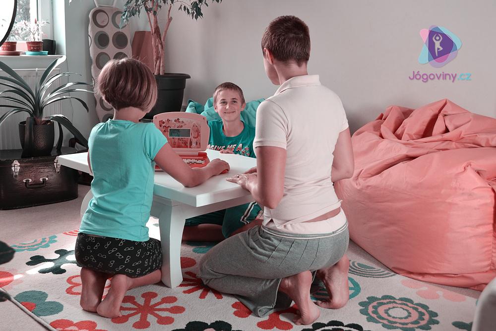 Protažení chodidel v sedu na patách
