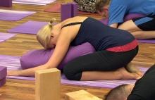 Jógová terapie učí práci s pozorností na úrovni těla, dechu, mysli a duše
