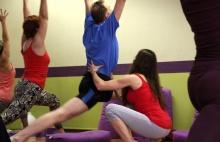 PORADNA: Jsem po úrazu kolena, můžu chodit na jógu?