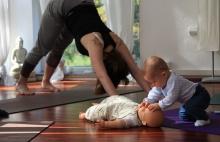 Zkuste začít s praxí zaměřenou na pánevní dno, plný jógový a brániční dech