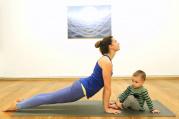 Páteční jóga s hlídáním dětí