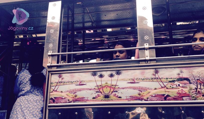 Cesta indickým autobusem
