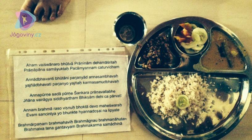 Jak mě ášramová pravidla naučila správně jíst
