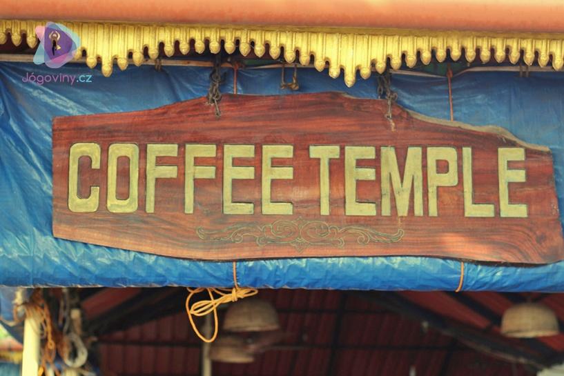 Chrám kávy na varkalské promenádě