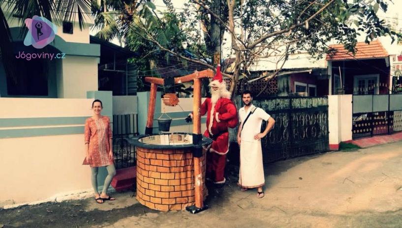 Santa Clausové v indických ulicích