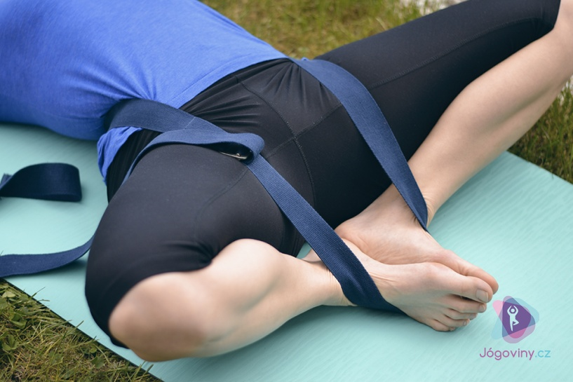 FOTOČLÁNEK: Jak správně používat jógový pásek