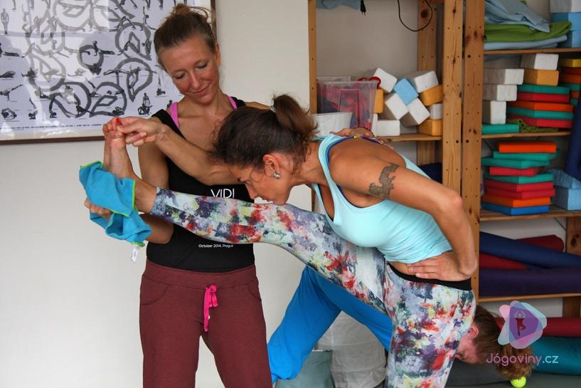 PORADNA: Mám hodinu času, jak přizpůsobit sérii Aštanga jógy?