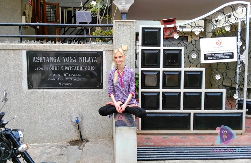 KPJAYI - Sri K. Pattabhi Jois Ashtanga Yoga Institute - jógová škola systému Aštanga jógy